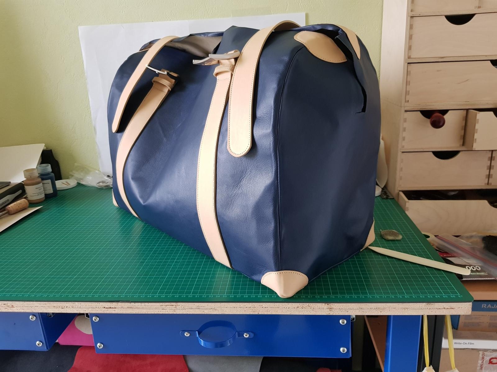 sac de voyage bleu et beige